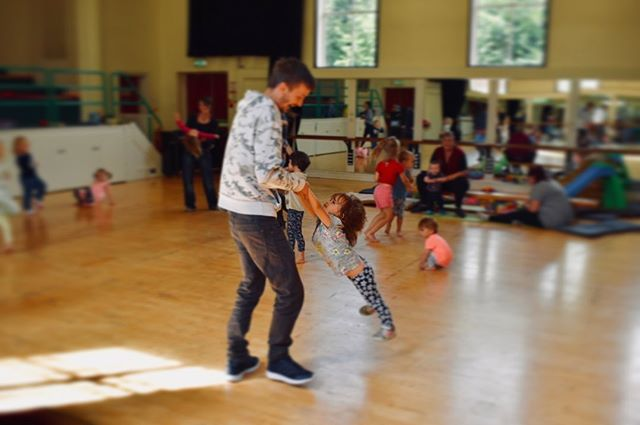 Woweeee, lovely kick start to the weekend, moving and grooving at our family dance session, we also think we may of invented a new species, known as the unicorn jellyfish! 🦄🦑🐙🐠 . . SUCH a lovely morning, thanks so much to everyone who came! #llandrindod #familydance #powys #dance #play #craft #explore
