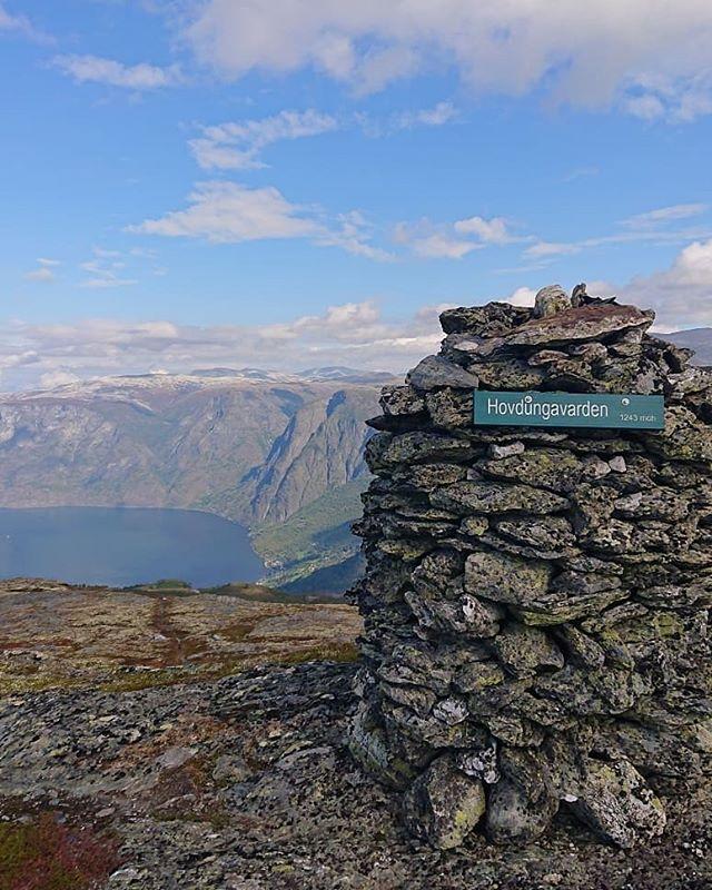 Namneskilt montert på Hovdungavarden og Blåskavlavarden ⛰️👌 #vandringogverdiskaping #utno #friluftsliv #nærøyfjordenverdsarvpark