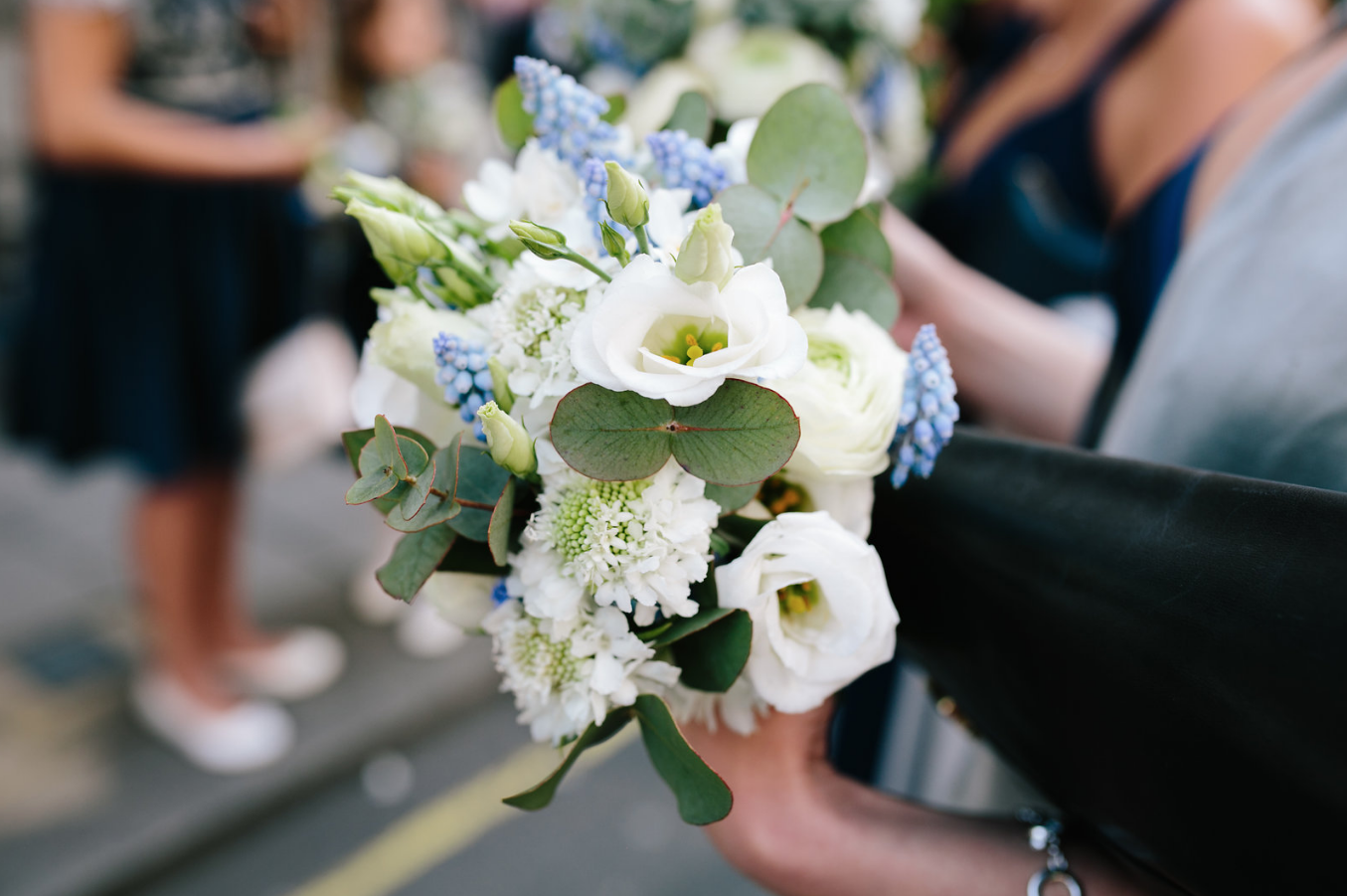 kent florist Jennifer Pinder London wedding in Dartmouth house spring flowers in blue and white 6.png
