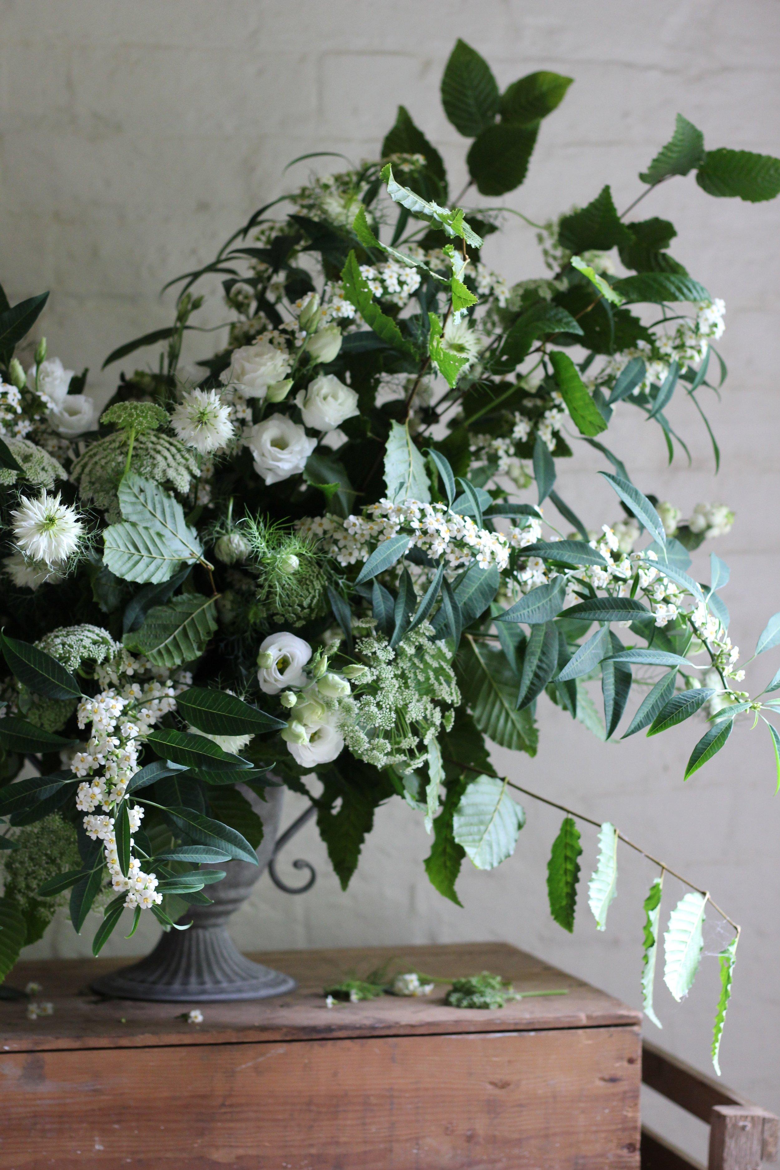 Jennifer Pinder Kent London florist flowers does a botanical themed green and white wedding at Jamies italain restaurant in London threadneedle street_1027.jpg