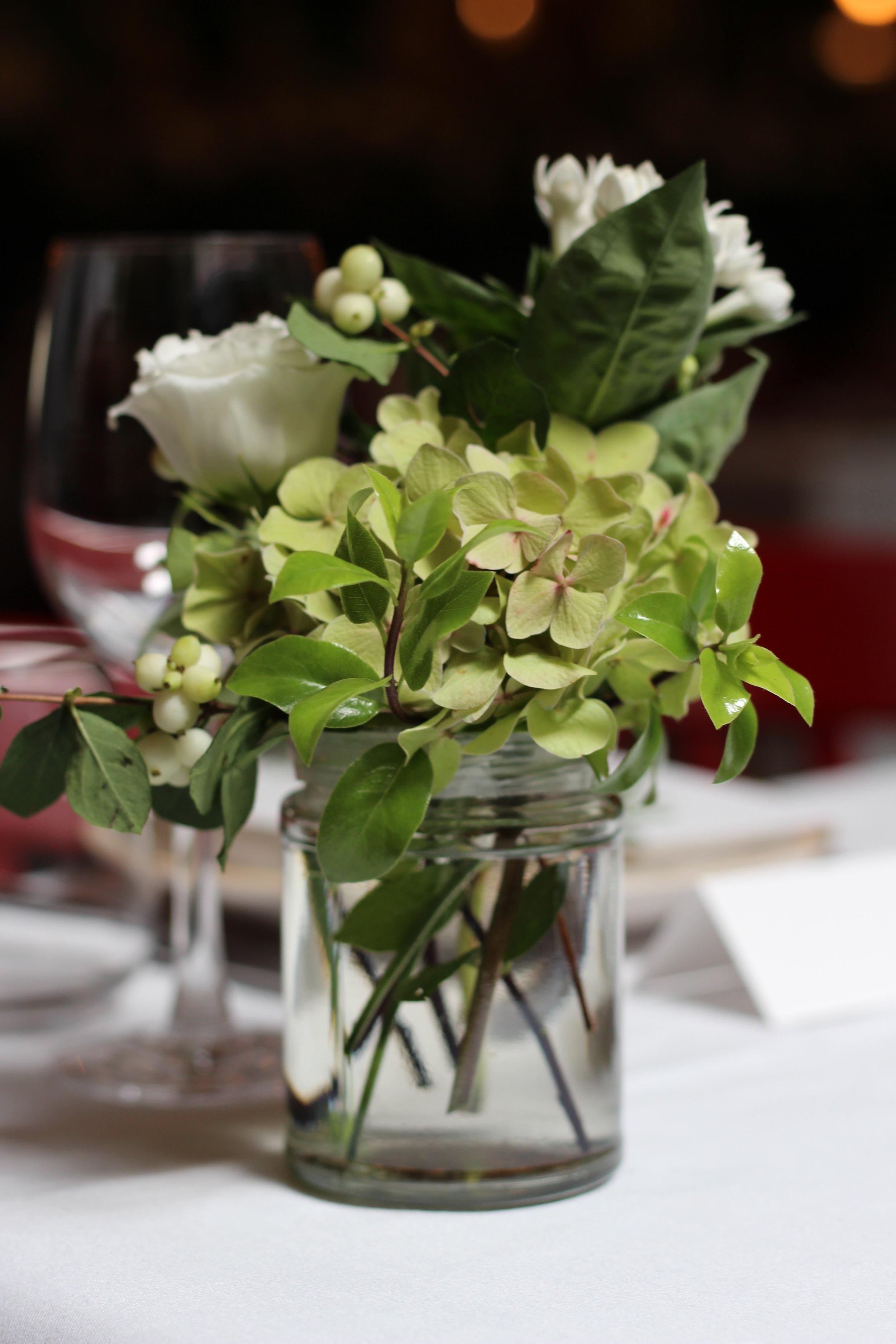 Jennifer Pinder Kent London florist flowers does a botanical themed green and white wedding at Jamies italain restaurant in London threadneedle street 1