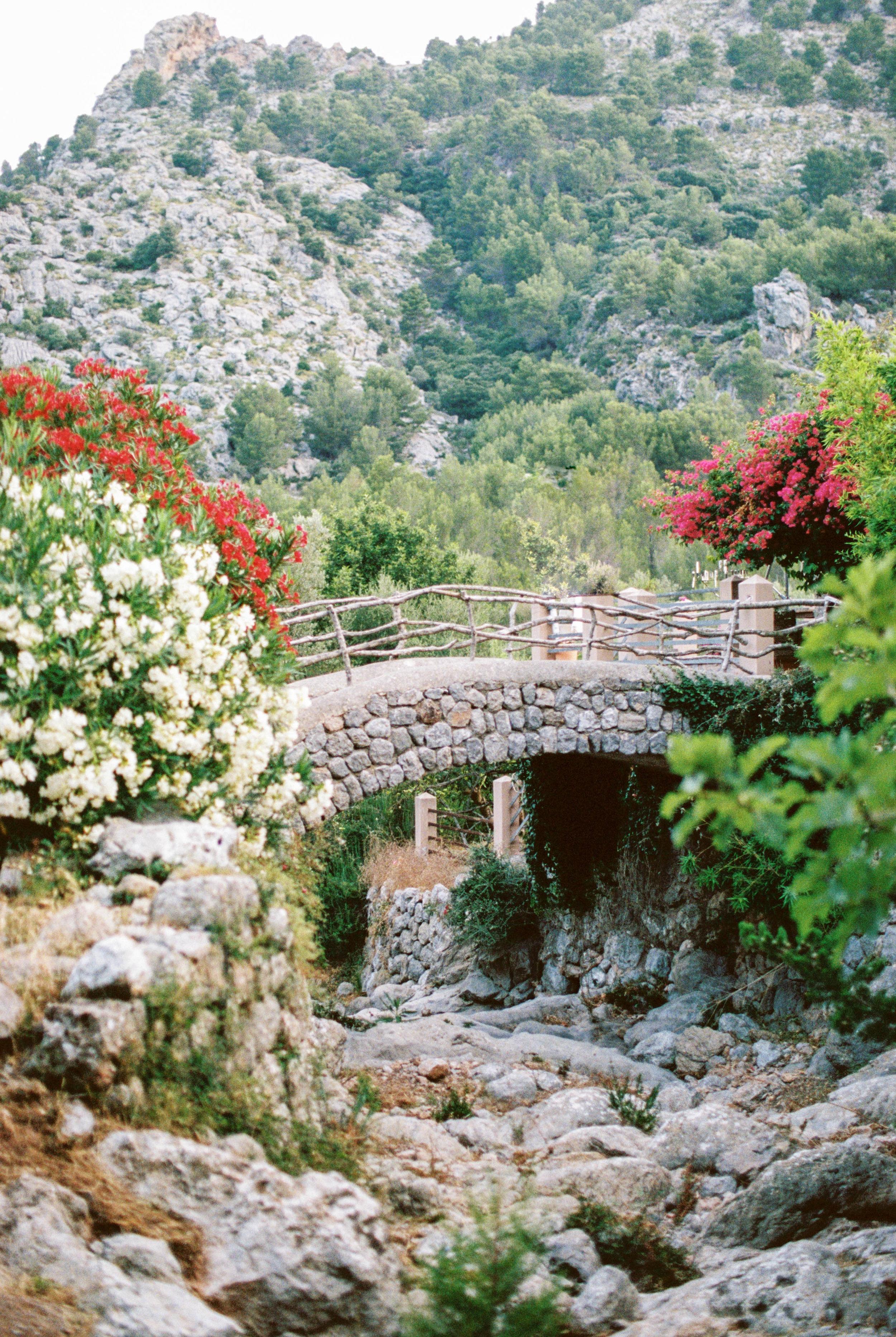 best flower school in England run by Kent wedding florist Jennifer Pinder here Jennifer attends a flower workshop in Mallorca