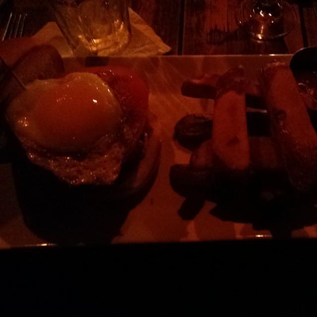 New favorite burger. (at Fraunces Tavern Restaurant)