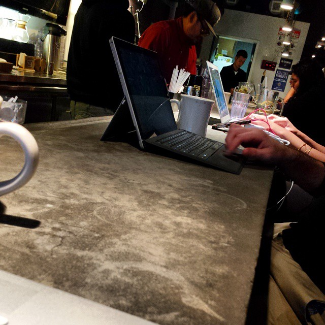 A whole coffee/tea bar of people on devices.  (at The Coffee Foundry)