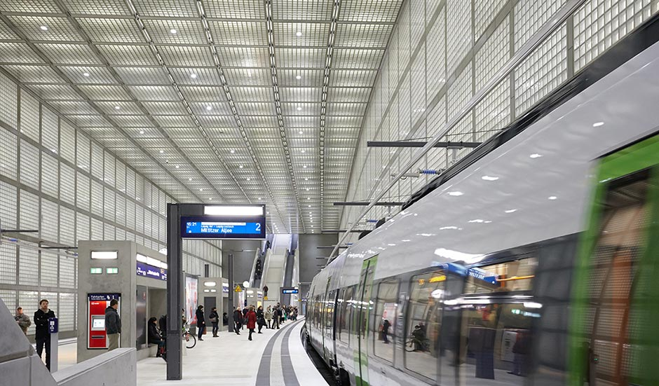 Interior of Wilhelm-Leuschner-Platz Station on the Leipzig City Tunnel Rail Link   [© Christan Guenther]