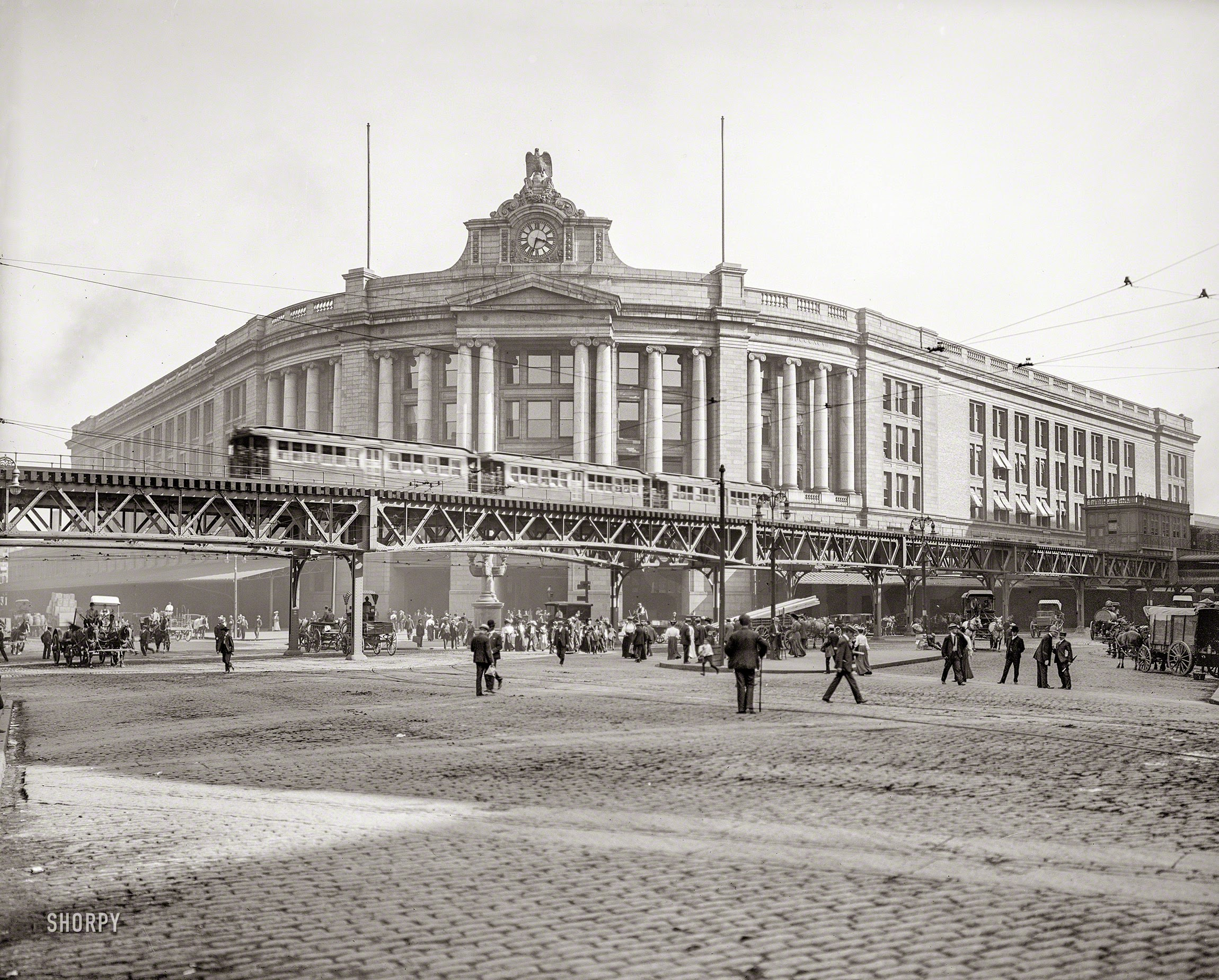 South Station, with the Atlantic Avenue Elevated Railway in the foreground  [© Detroit Publishing Co. courtesy of BPL Digital Commonwealth Project]
