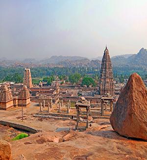 Le_temple_de_Virupaksha_(Hampi,_Inde)_(14255857272)_reduced.jpg