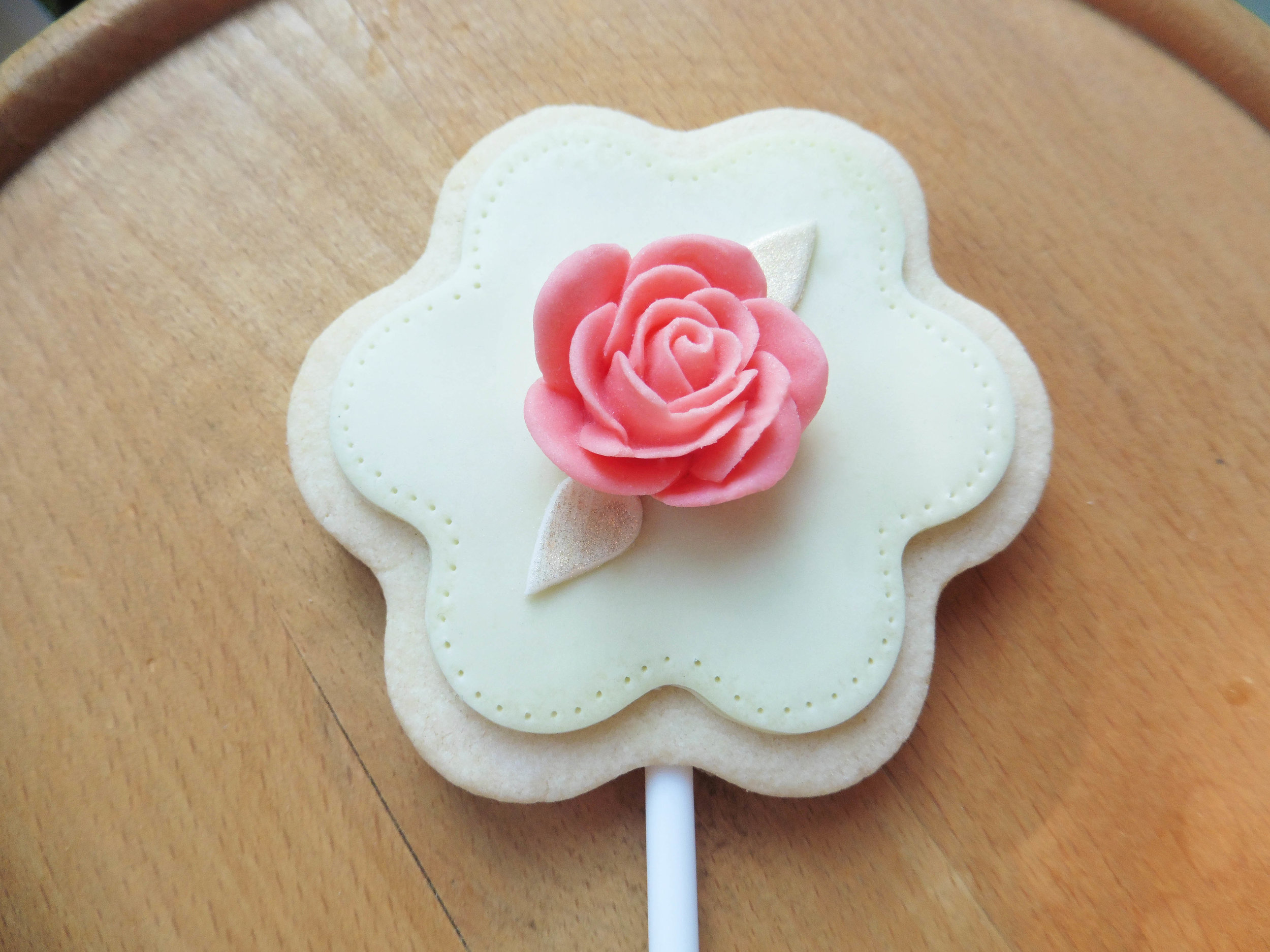 Icing Rose Biscuit