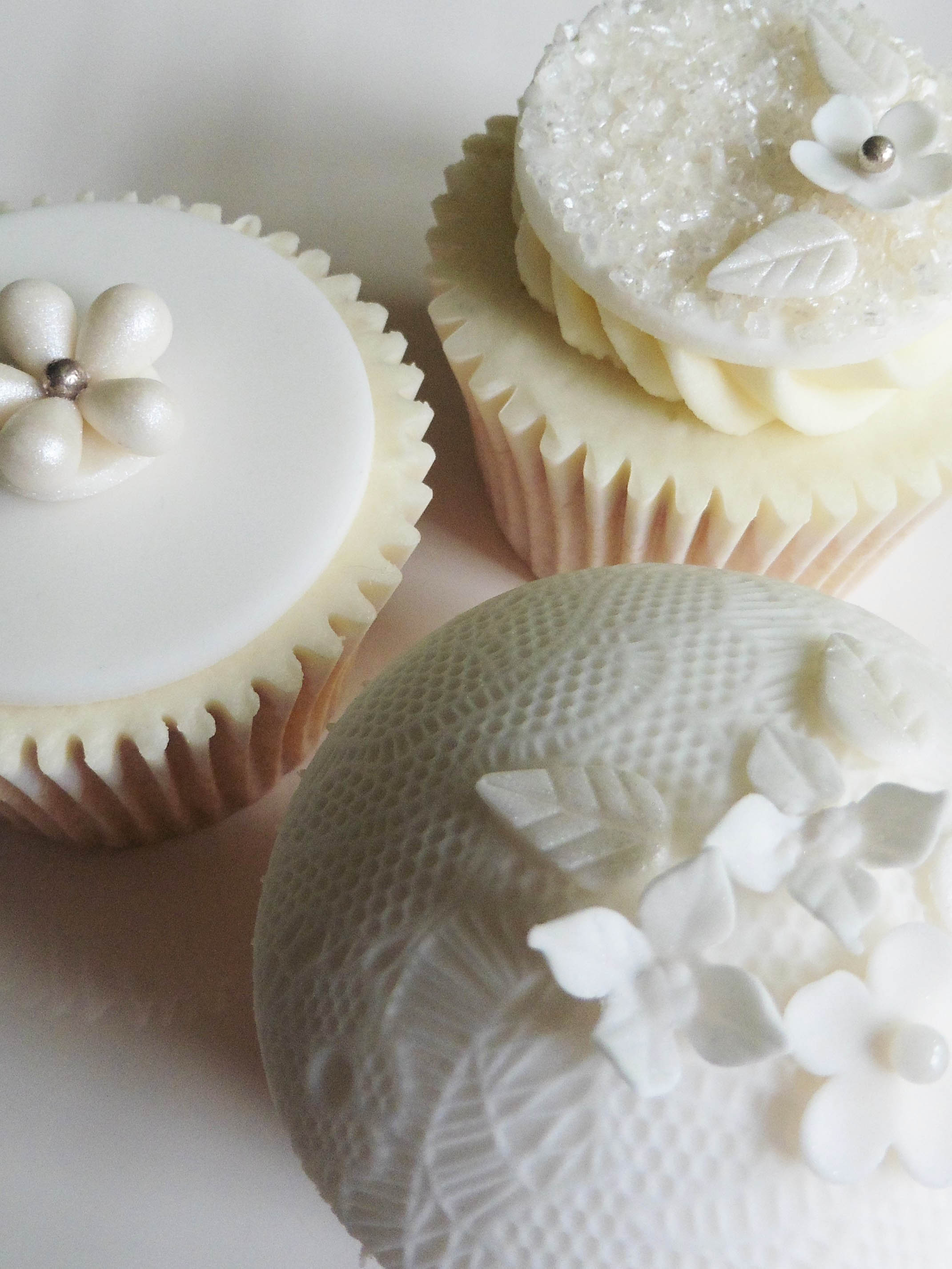 White cupcakes.jpg