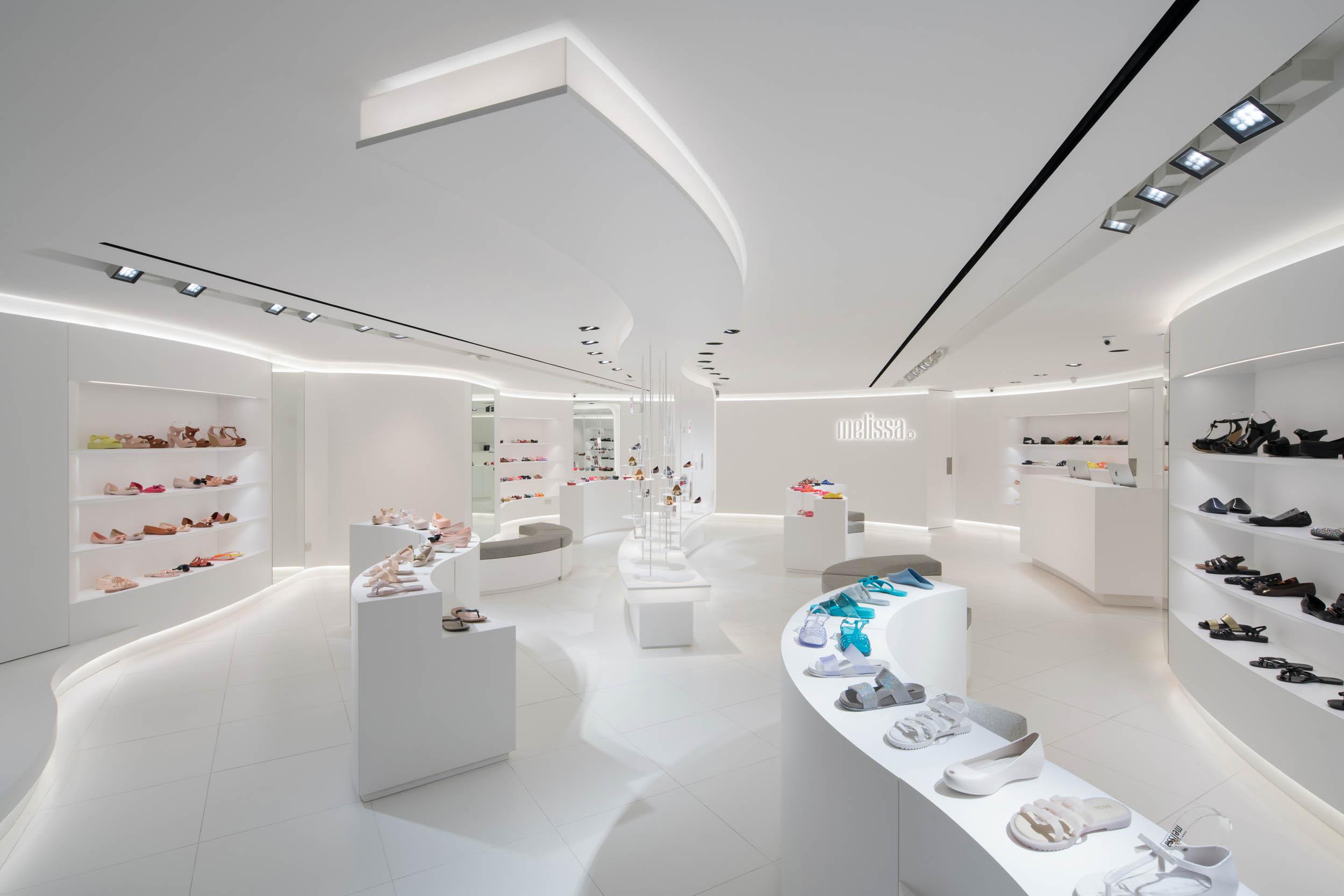 Client  LAANK  Project  Melissa Raffles City Store  Location  Singapore  Year  2017