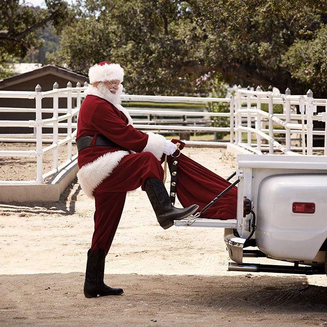 Merry Christmas! #santa #oldtruck @mmfoto99