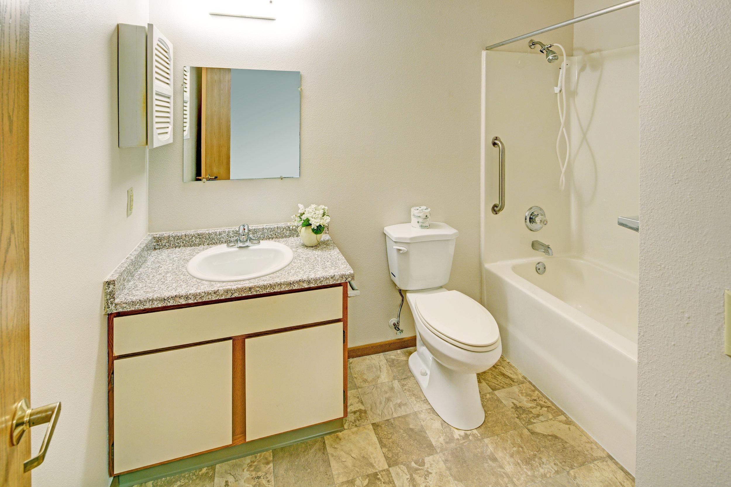 BreezewdII Bathroom.jpg