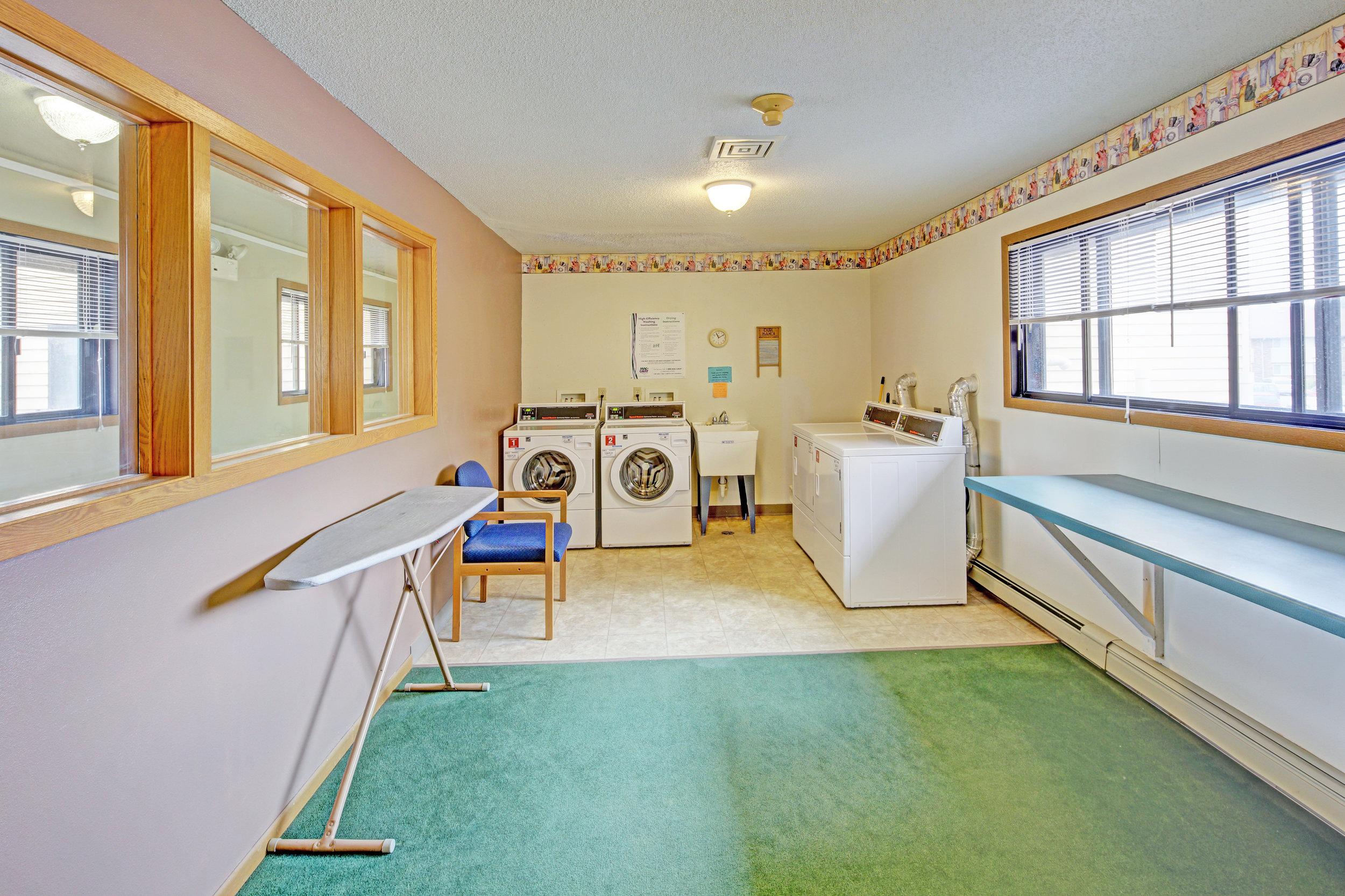 BreezewdII Laundry.jpg