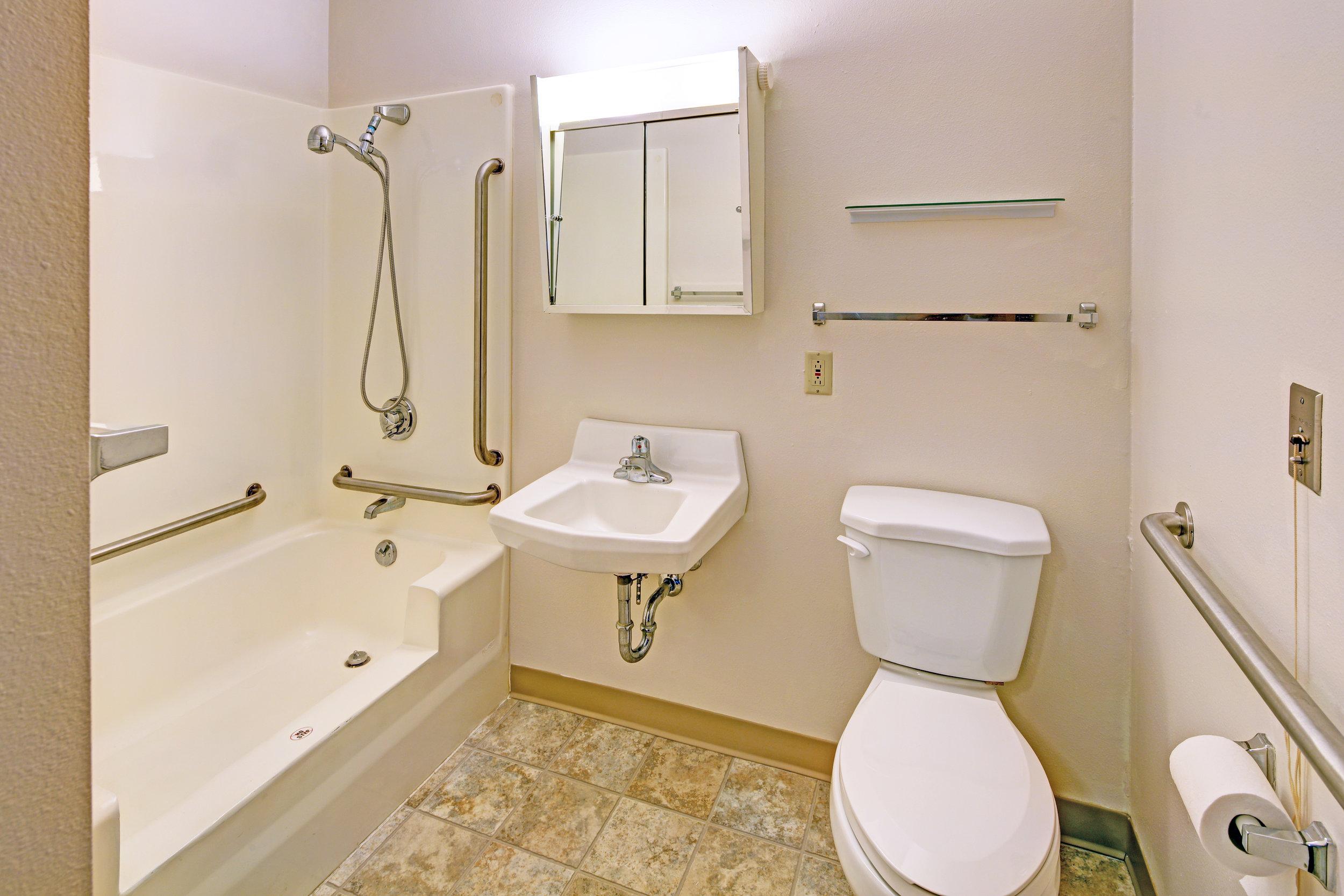 ParklandCom Bathroom.jpg