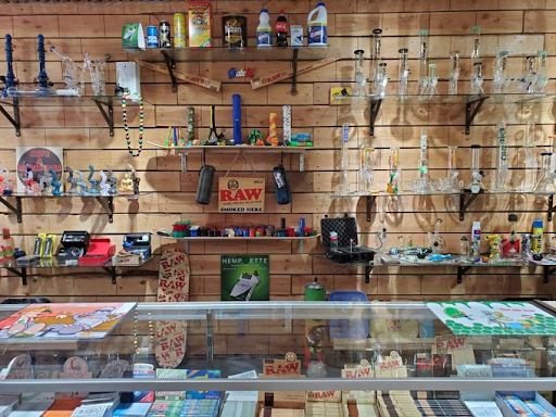 One of the best smoke shops in San Diego, The Grateful Head Smoke Shop has a wide variety of glass pieces to choose from, and does not carry any THC products.