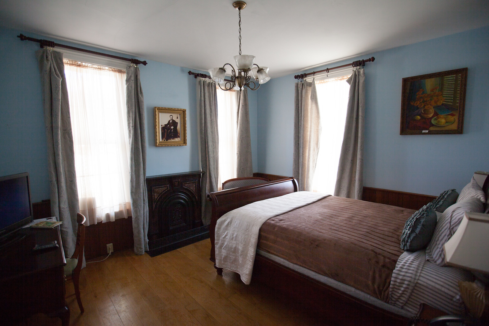 The Lincoln Room  (Sion Bass House)