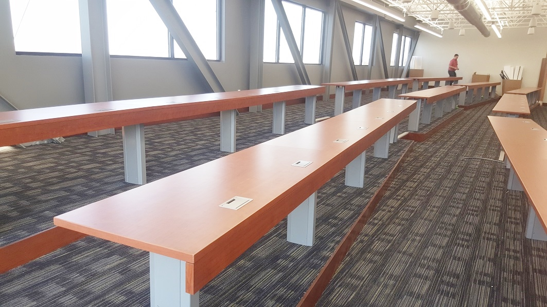 Hi5-aFIX-lecture-hall-tables-with-4-in-modesty-panels-11.jpg