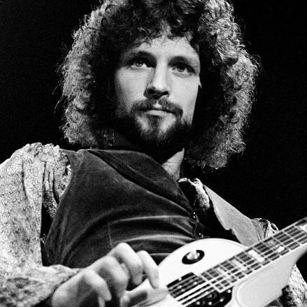 Wishing @lindseybuckingham a full and speedy recovery 💜 really sad news about his heart surgery and hope he regains, not just his health, but also his singing voice.