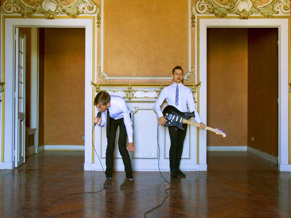 HISTORY IS NOTHING BUT MUSCLES IN ACTION - Alex MIRUTZIU & Razvan SADEANvideo | 26:18 min | 2011 | ZDB - Santa Catarina Palace, LisabonaIn aceasta lucrare, ne-am indreptat atentia spre actul simplu de a-l privi pe celalalt, suficient cat sa documentam o forma reala de dragoste delimitata de timp. In prezent, a ne privi unul pe altul este tot ceea ce putem face, avand in vedere ca momentul 'acum' este atat de instantaneu incat poate fi considerat aproape non-existent.