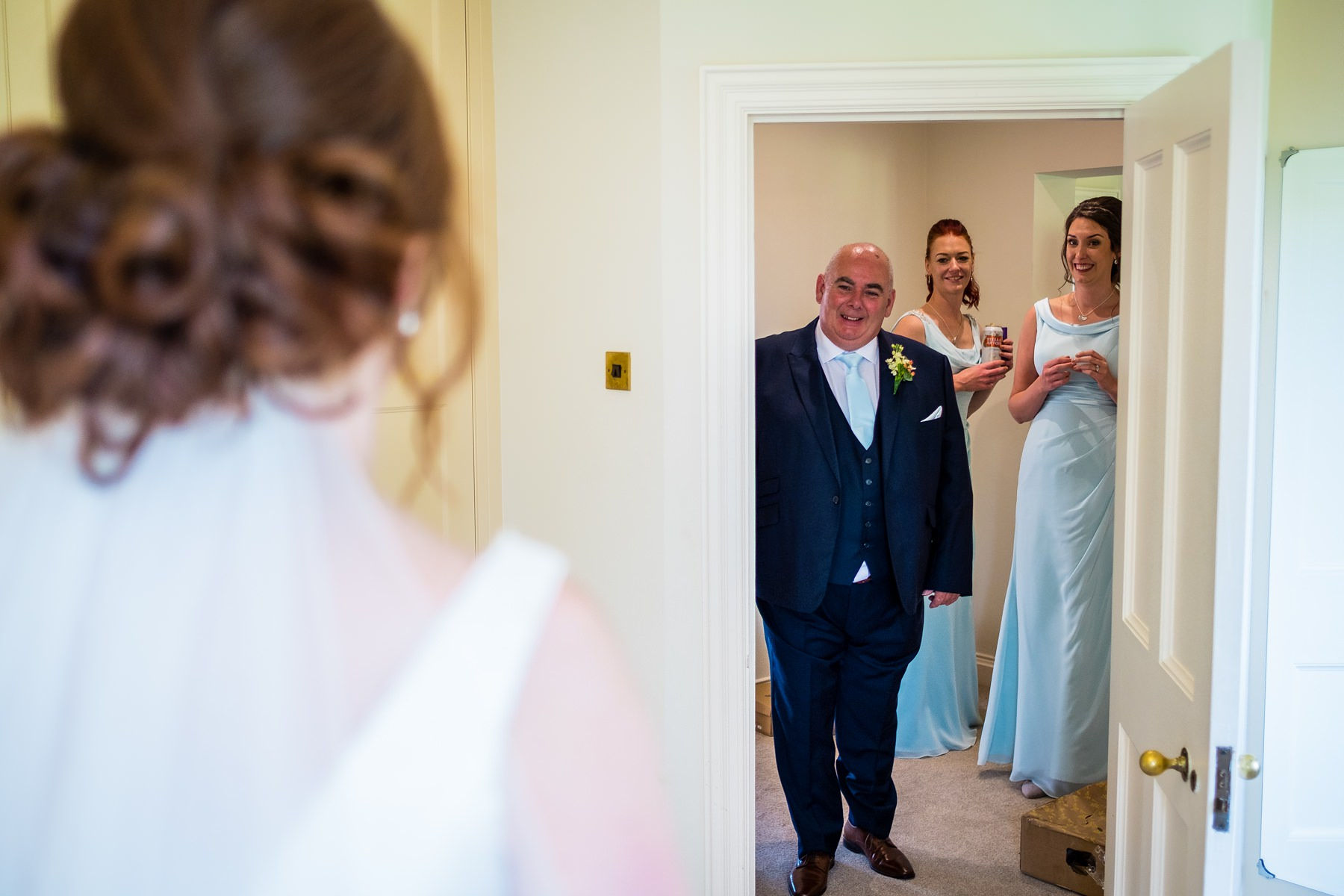 father of the bride seeing the bride for the first time