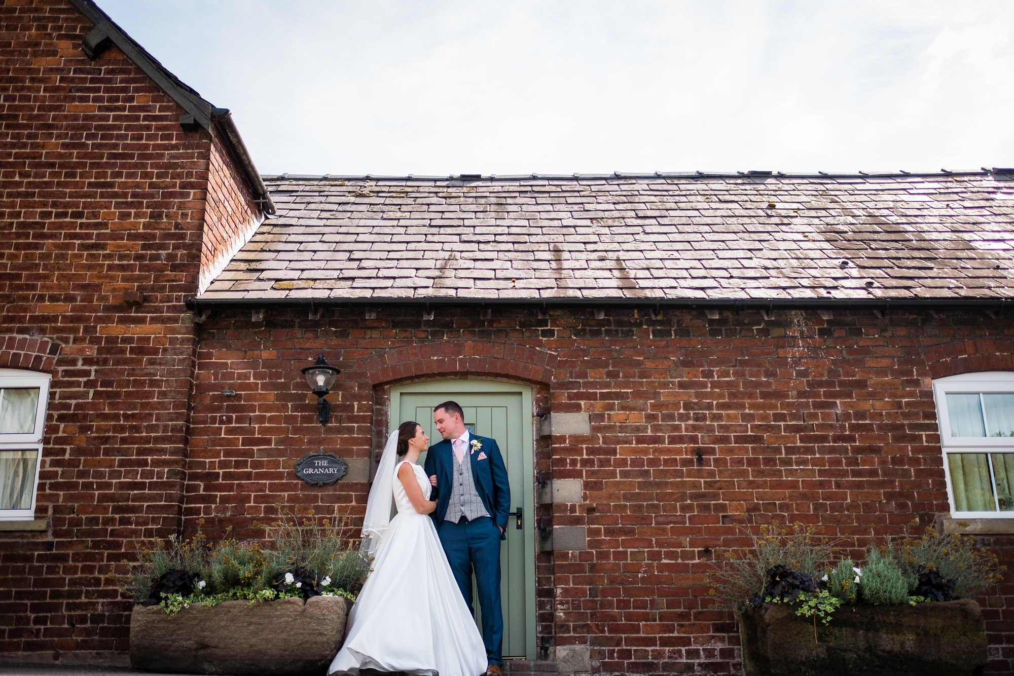 sandhole oak barn wedding portraits
