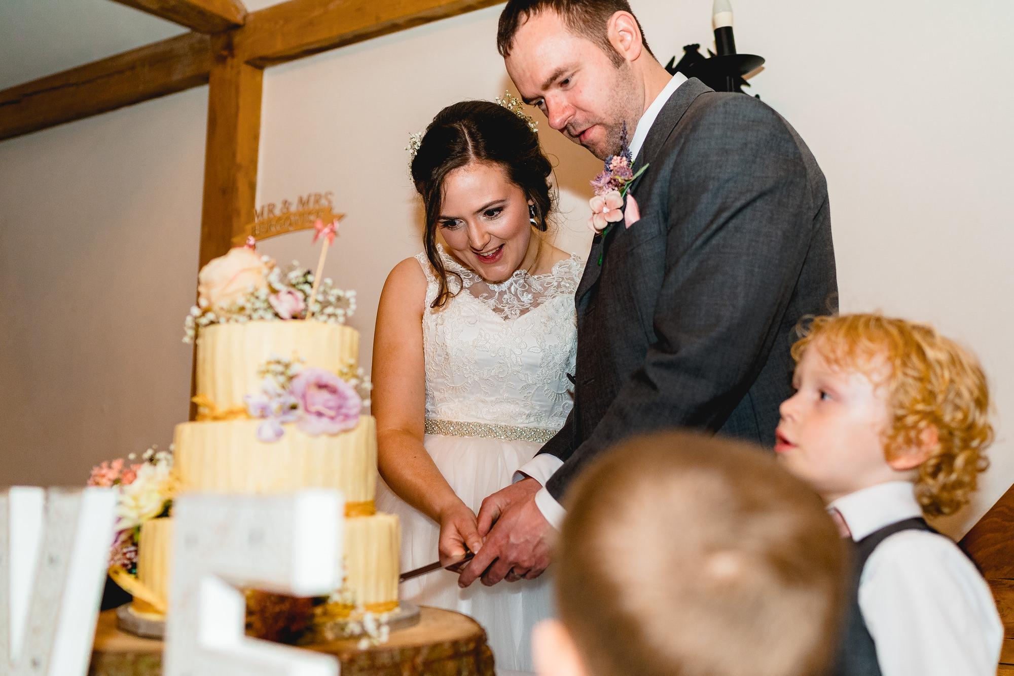 Sandhole-Oak-Barn-Wedding-Photographer_0027.jpg