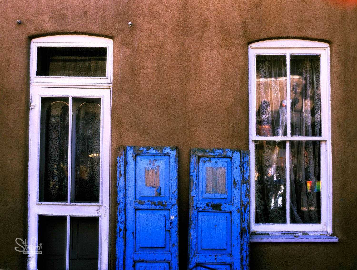 BLUE DOORS, TAOS