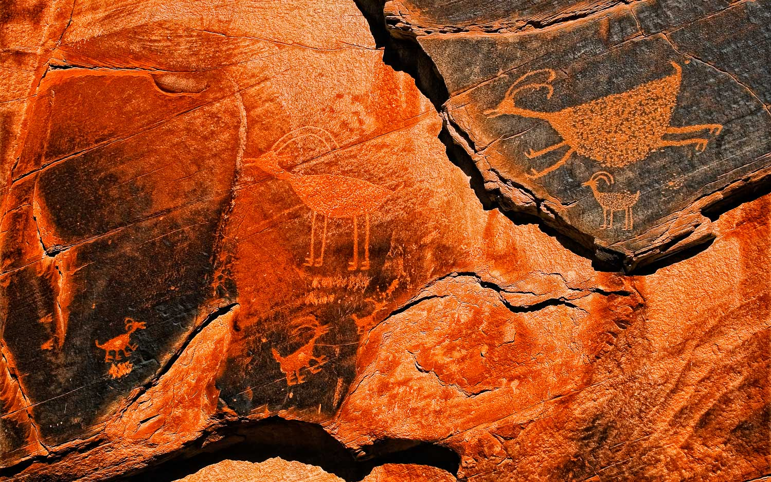 PETROGLYPHS - MONUMENT VALLEY