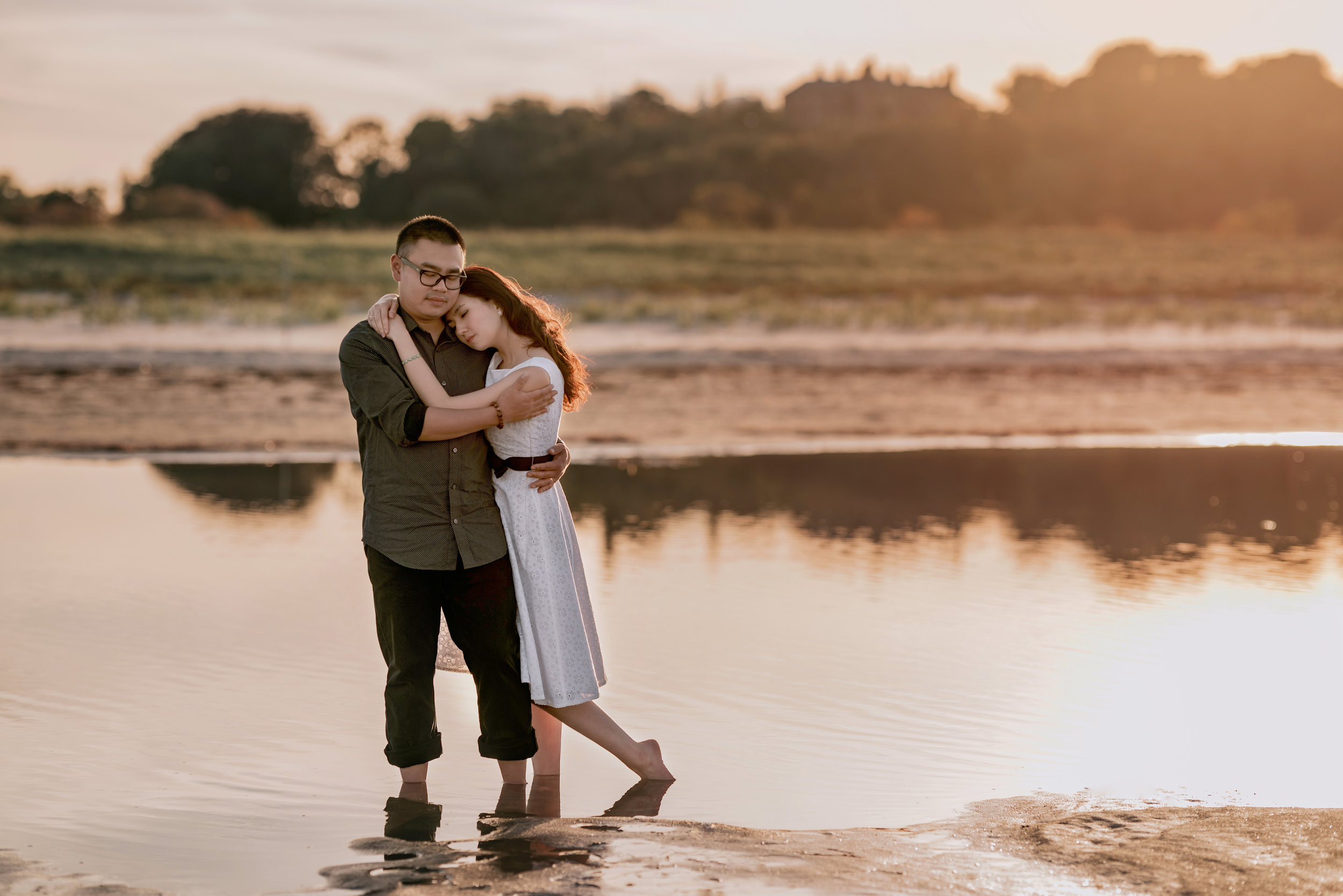 Beautiful and Natural Engagement Portrait Photos