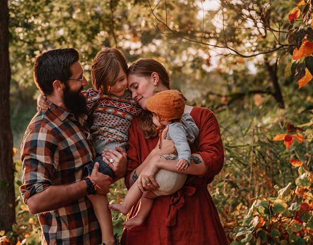 It's us! My wild and happy little family. 🍂Speaking of family portraits, I'll be sharing some of my summer and fall family clients over the next few months, but I'm all booked up for families until the spring 😱. ✨Now booking headshots, professional branding, and interiors photography sessions for Feb/March 2020 👉🏼 get in touch at asherandoak.com / link in bio. 📸 credit: a collaboration between my mama and me.