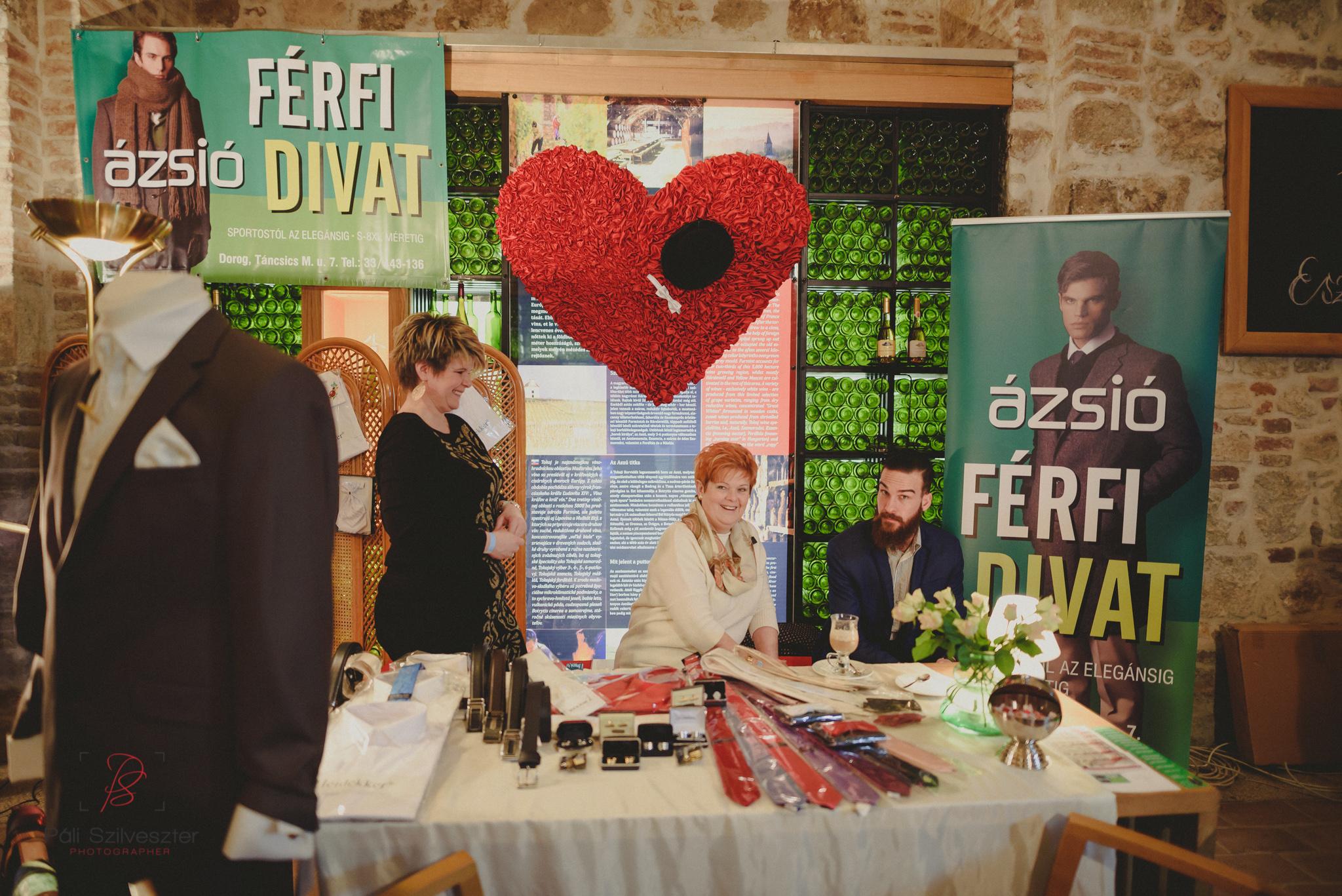 Páli-Szilveszter-székesfehérvári-esküvői-fotós-esztergom-prímás-pince-esüvőkiállítás-2016-01-23-70371.jpg