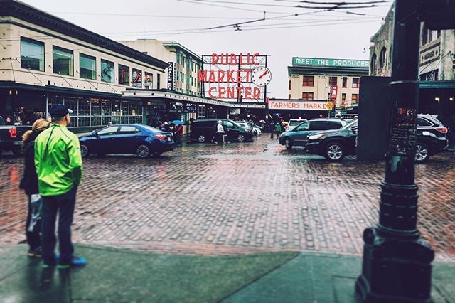 The rain makes everything shine.  #seattle #pikeplacemarket #freshfood #lamdmark #washington #explore #citylife #vscocam #vsco #rain #iconic #photography #urban #streetphotography
