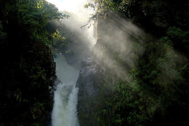 La catarata de La Paz atrae por su belleza natural. Está a solo 30 minutos