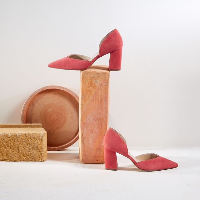 Coral never looked so good. [Haido : Hogl : Online & In Store] . . . . #fashion #feminine #hugosheppard #shoes #styling #melbourne #trending #fashionblogger #blogger #style #design #inspiration #instashoes #streetstyle #footwear #shoestyle #heels #flats #fashionable #styleblogger #fashion #emporiummelbourne #macquariecenter #basics #sydney #travelshoes #womenshoes