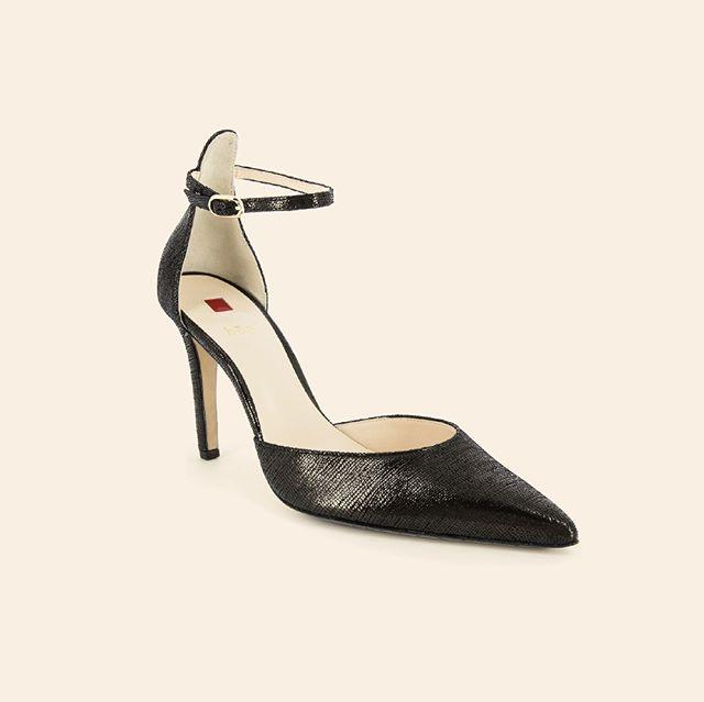Dainty points. [Hawly : Hogl : Online & In Store] . . . . #fashion #feminine #hugosheppard #shoes #styling #melbourne #trending #fashionblogger #blogger #style #design #inspiration #instashoes #streetstyle #footwear #shoestyle #heels #flats #fashionable #styleblogger #fashion #emporiummelbourne #macquariecenter #basics #sydney #travelshoes #womenshoes