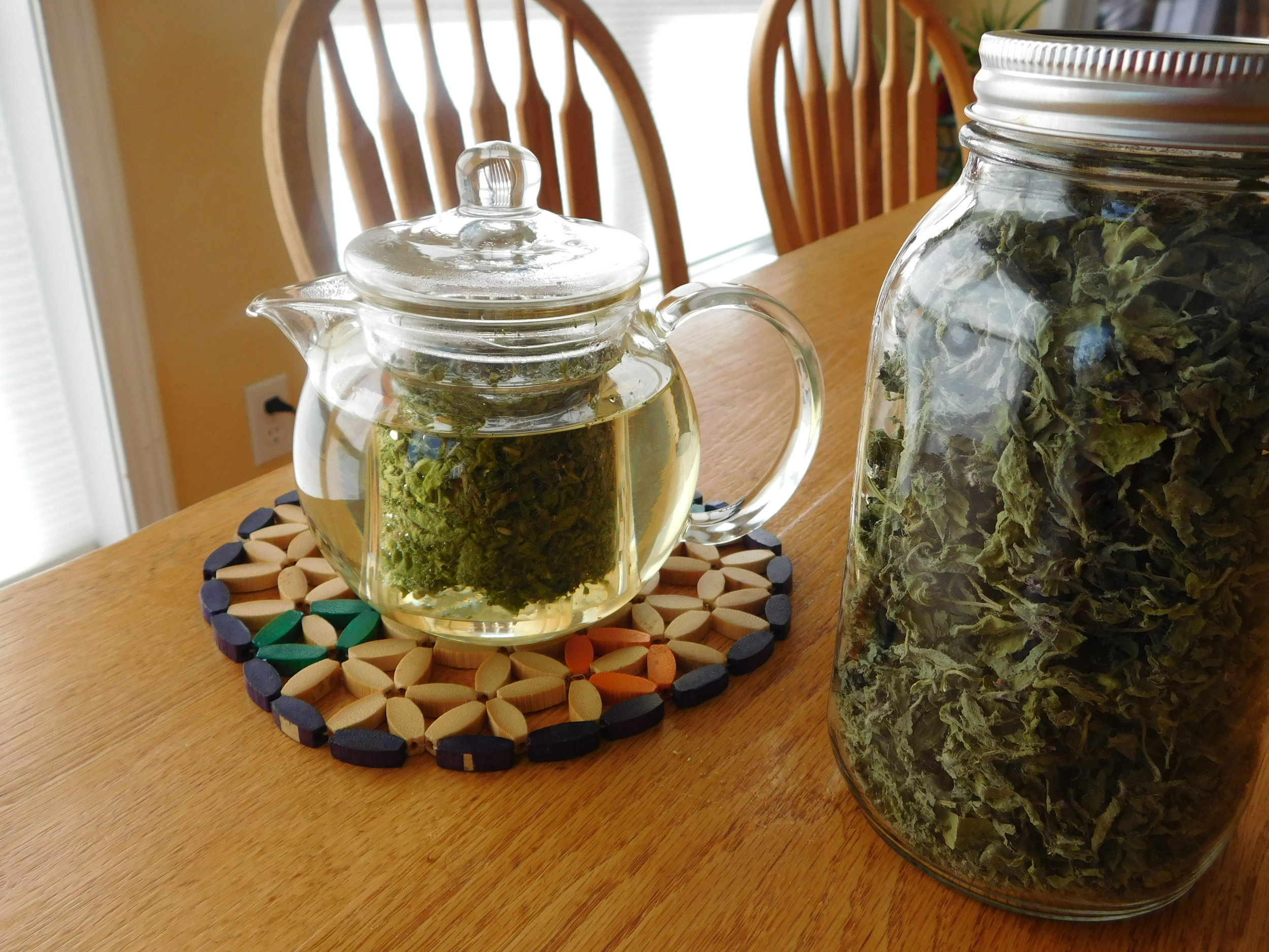 - Dried leaves can be stored in a simple container, like a mason jar.In my opinion, Tulsi tea doesn't need a sweetener or any other flavor, but I have paired it with lemongrass and dried mint leaves. Enjoy! - Leigh Ann