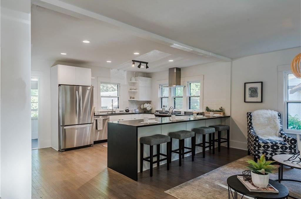 1069 45th Street kitchen.jpg
