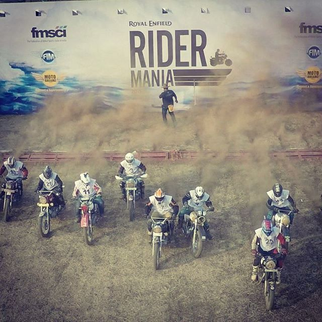 The crazy crazy #RoyalEnfield  #RiderMania at #Vagator #Goa  #enfield #bikes #motorcylce #bulletjournal #bullet #instagram #biking #race #racetrack #dirt #dirtbiking #dirtroad #goatourism #video #bongwaterfilms #hilltop