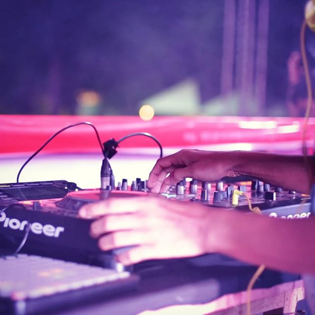 Now we know how @nucleya creates the magic.  #RoyalEnfield #RiderMania 2015 at #Vagator #Goa  #gig #electronic #RoyalEnfieldIndia #Royal #Enfield #bullet #fusion #concert #bass #bassrani #nucleya #nucleyabolefuckthatshit #console #madelikeagun #rideslikeabullet