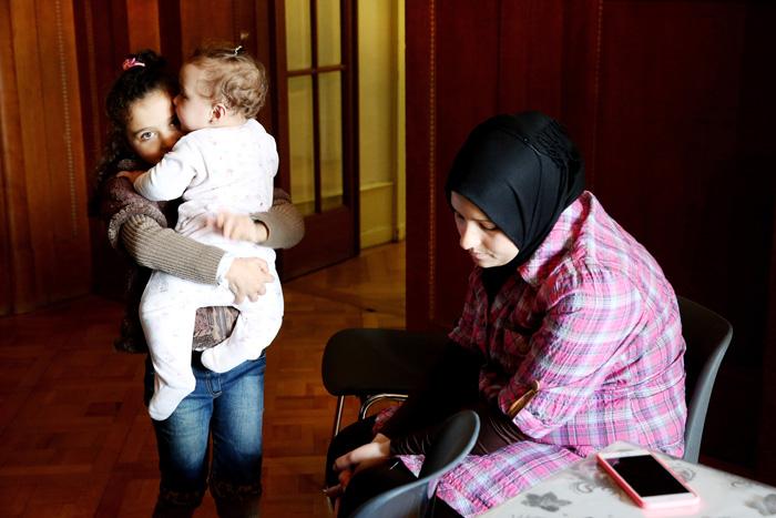 Eenas et ses deux filles, Hala et Sara. Les souvenirs de Damas restent douloureux, la Syrie est un beau pays, la guerre a tout détruit.