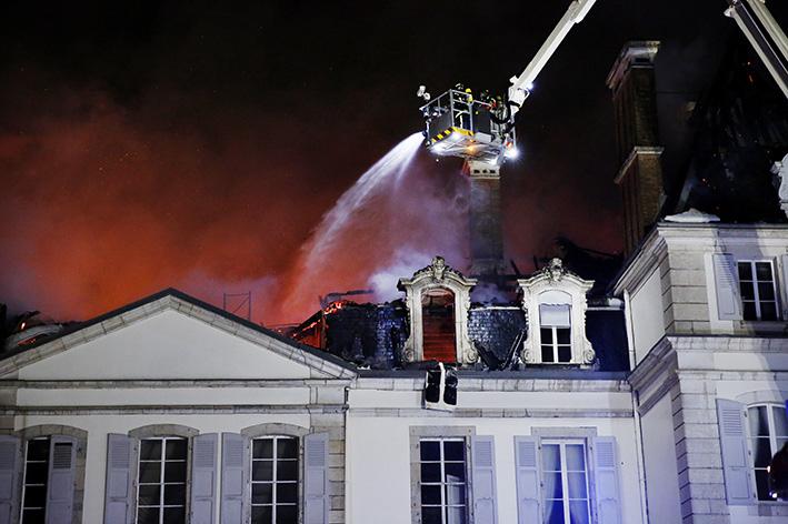 170118_incendie_chateau_divonneq05.jpg