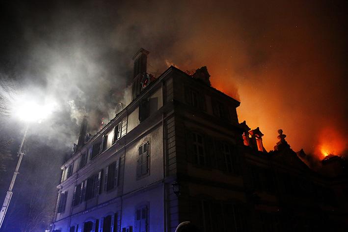 170118_incendie_chateau_divonneq08.jpg