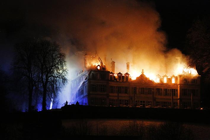 170118_incendie_chateau_divonneq01.jpg