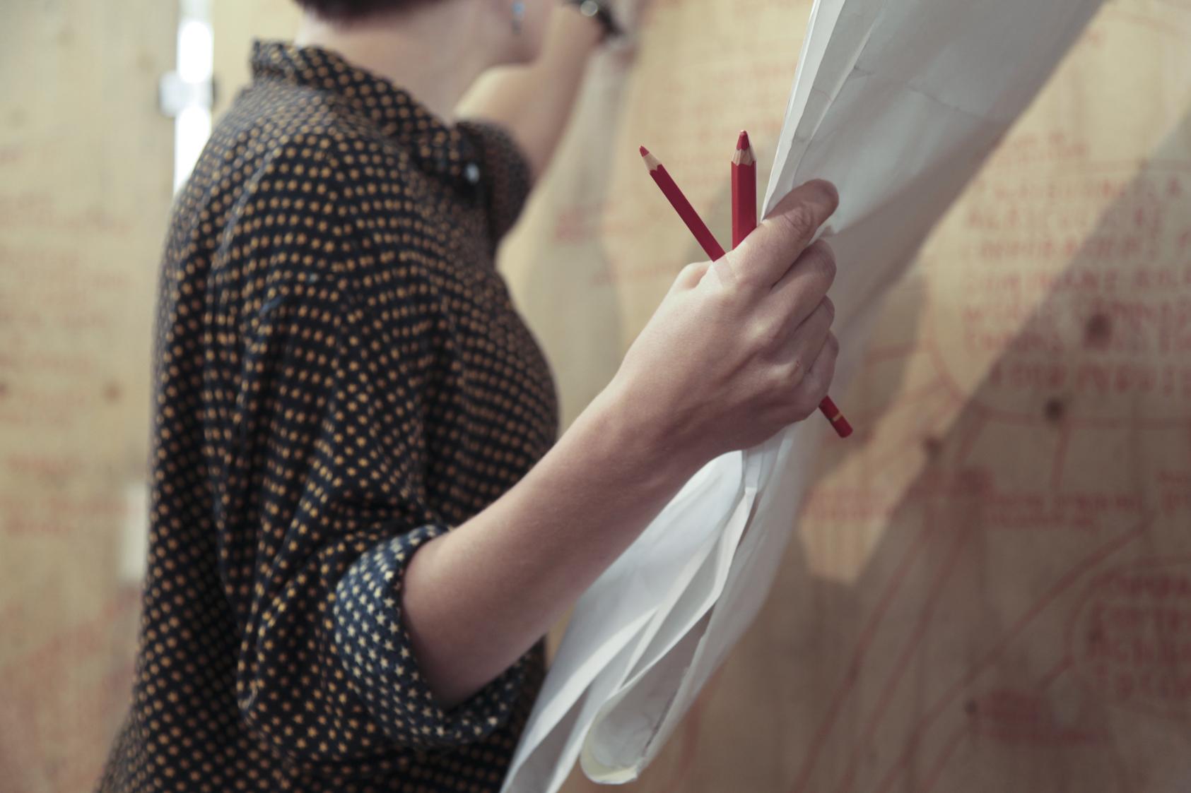 """Follow the money"" - et kunstprosjekt om Norges oljerikdom av Minna Henriksson og ungdom fra Romsås, i 2013. Foto: Una Line Ree Hunderi."