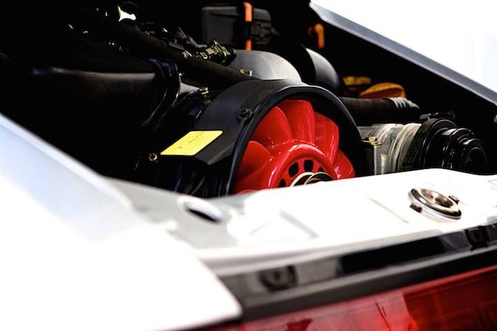 Porsche 964 engine bay