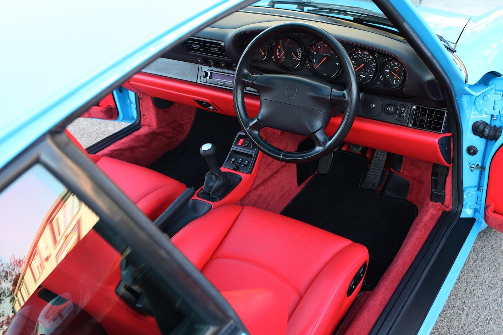 Red interior on Porsche 993