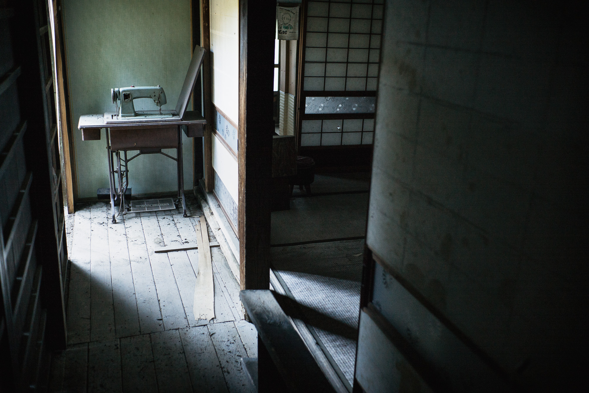 quiet-abandoned-village7-2000.jpg