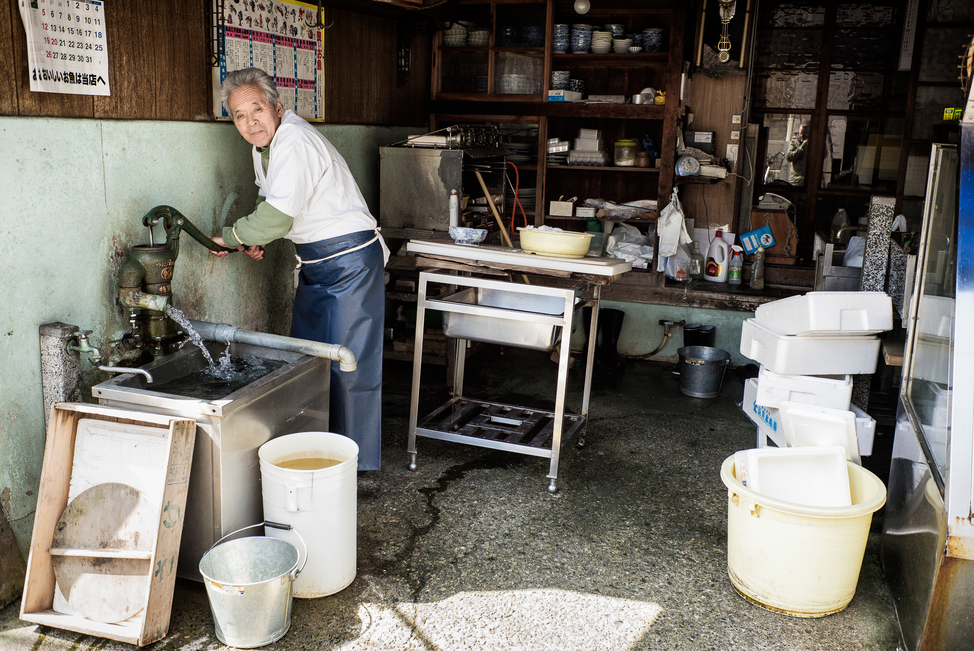 old-traditional-japanese-fish-shop-2000.jpg