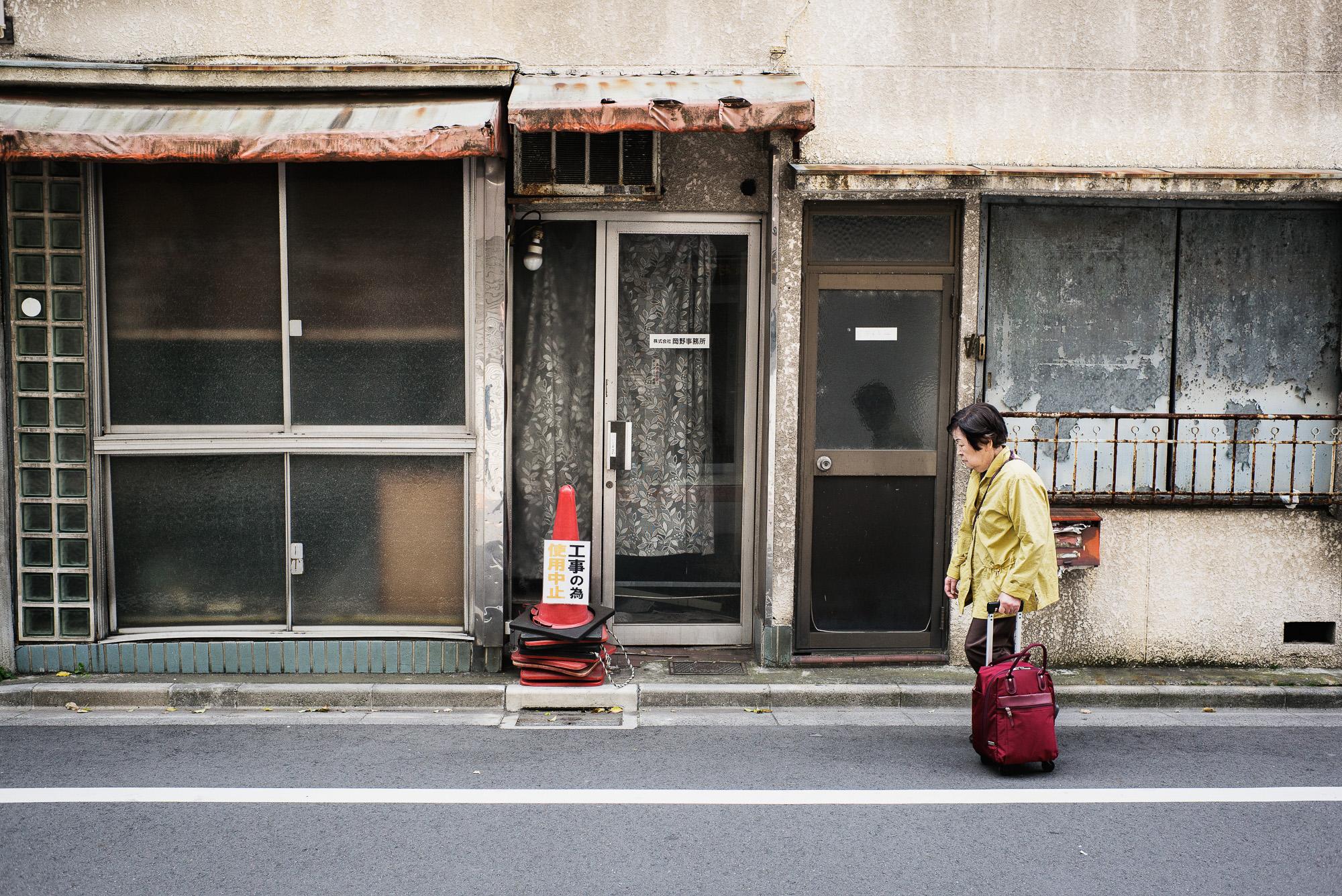 old-crumbling-abandoned-tokyo-2000.jpg