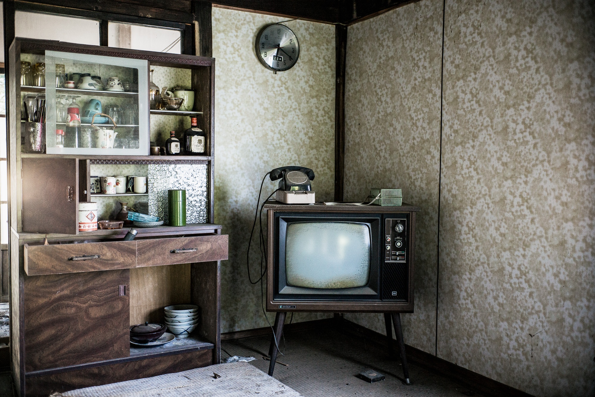 quiet-abandoned-village1-2000.jpg